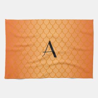 El dragón anaranjado escala el monograma toalla de mano