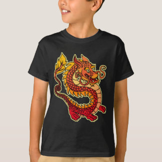 El dragón chino rojo embroma la camiseta oscura