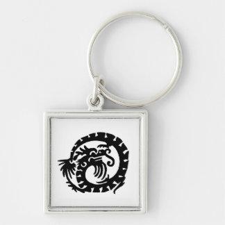 El dragón se encrespó en un círculo llavero cuadrado plateado