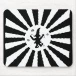 El duende del baile en Sun irradia blanco y negro  Tapetes De Ratones