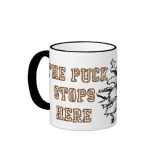 El duende malicioso para aquí la taza del hockey