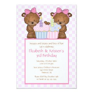 El dulce lleva la invitación del cumpleaños de los