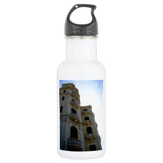 El edificio amarillo botella de agua