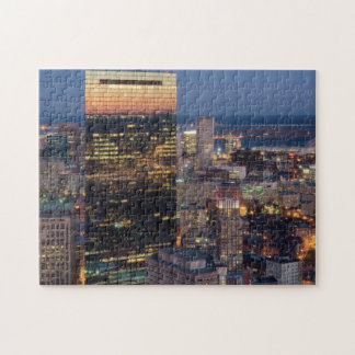 El edificio de Boston con la luz se arrastra en el Puzzle