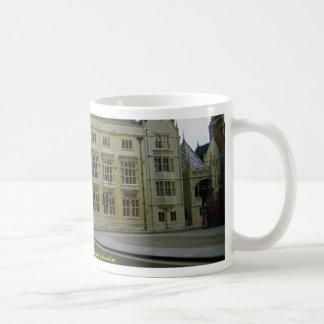 El edificio de la facultad de la historia, antes e taza de café