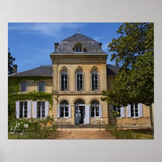 El edificio principal del castillo francés, renova póster