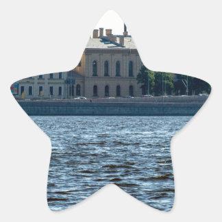 El edificio viejo de la fábrica pegatina en forma de estrella