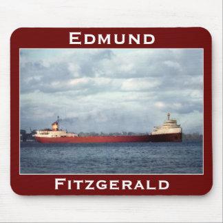 El Edmund Fitzgerald en el río del St. Clair Mousepad