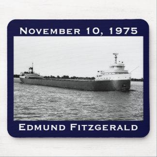 El Edmund Fitzgerald en el río del St. Clair Tapete De Ratones