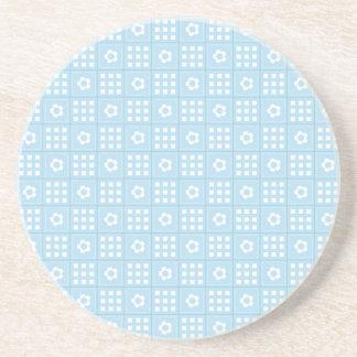 El edredón azul claro ajusta las flores y ajusta P Posavasos Personalizados