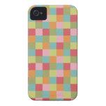 El edredón coloreado multi de las tejas ajusta la  iPhone 4 Case-Mate cárcasa
