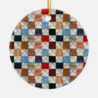 El edredón colorido ajusta el modelo adorno navideño redondo de cerámica