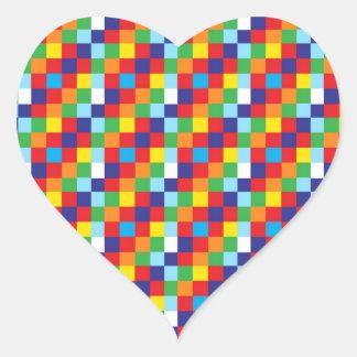 El edredón colorido brillante ajusta rojo azul del pegatina en forma de corazón