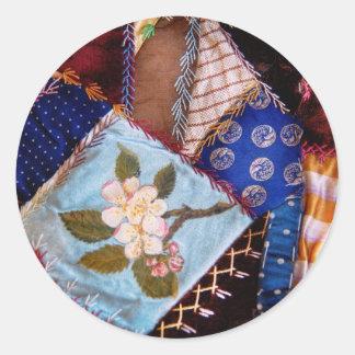 El edredón - remiendo - de la abuela de costura pegatina redonda