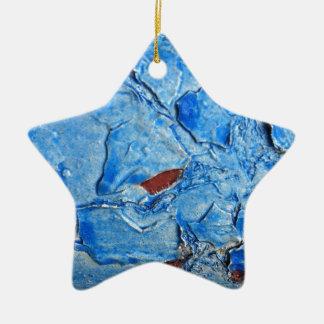 El efecto acodado de la pintura envejeció adorno de cerámica en forma de estrella