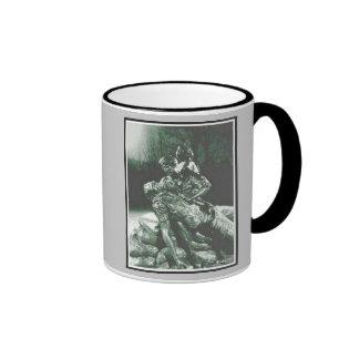 El ejército cuida la taza conmemorativa de la