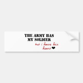 El ejército tiene mi soldado, pero tengo su corazó etiqueta de parachoque