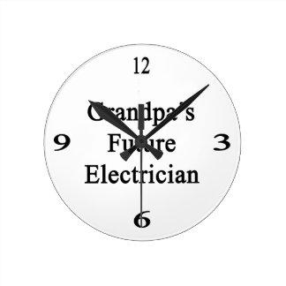 El electricista futuro del abuelo reloj redondo mediano