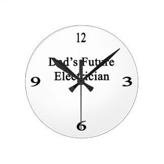El electricista futuro del papá reloj redondo mediano