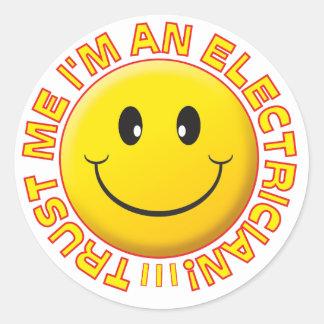 El electricista me confía en sonriente pegatina redonda