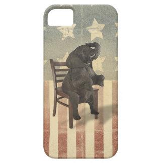 El elefante del GOP toma a silla humor divertido Funda Para iPhone 5 Barely There