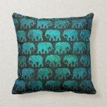 El elefante gastado siluetea el modelo, azul almohada