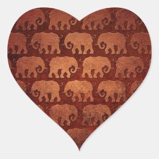 El elefante gastado siluetea el modelo, rojizo pegatina en forma de corazón