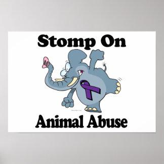 El elefante pisa fuerte en el abuso animal poster