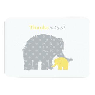 El elefante que el plano le agradece observa el |