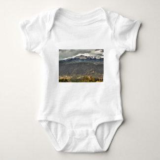 El elevarse sobre una pequeña ciudad mameluco de bebé