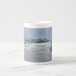 El embarcadero taza de porcelana