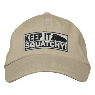 ¡El *EMBROIDERED* blanco lo guarda Squatchy! - Bob Gorra De Beisbol