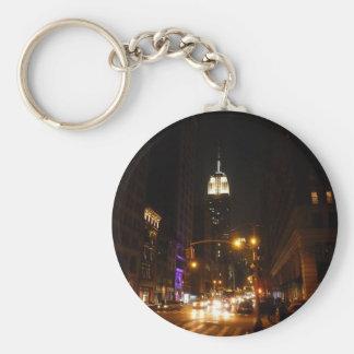 El Empire State Building en la noche Llaveros