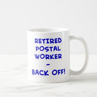 ¡el empleado de correos jubilado retrocede! taza de café