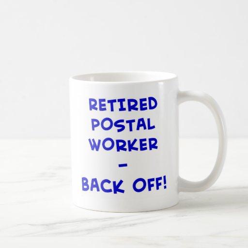 ¡el empleado de correos jubilado retrocede! taza clásica