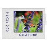 El empleado le agradece mariposa y las flores felicitación