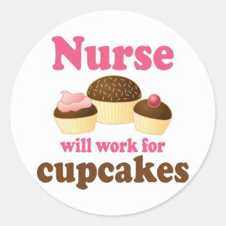El empleo trabajará para la enfermera de las pegatina redonda