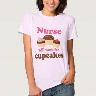 El empleo trabajará para la enfermera de las polera