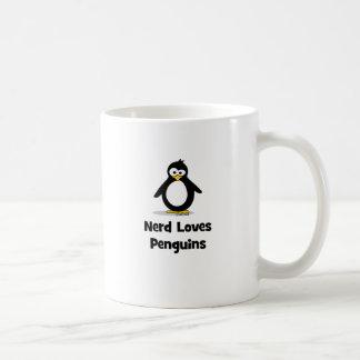 El empollón ama pingüinos taza