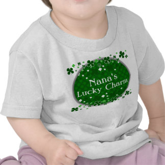 El encanto afortunado de Nana, bebé del día de St  Camiseta