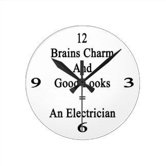 El encanto de los cerebros y las buenas miradas reloj redondo mediano