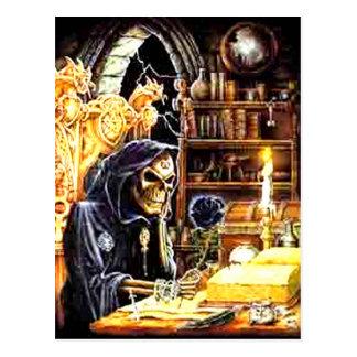 El encargado de la cripta postal