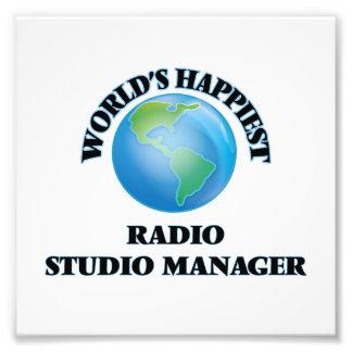 El encargado de radio más feliz del estudio del foto