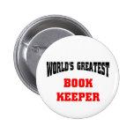 El encargado del libro más grande del mundo pin redondo 5 cm