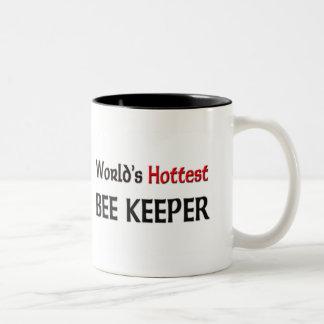 El encargado más caliente de la abeja de los taza de café de dos colores