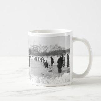 El encresparse en taza del Central Park NYC