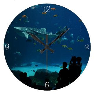 El encuentro del tiburón de ballena reloj redondo grande