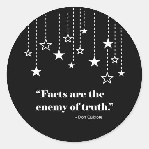 El enemigo de la verdad pegatina redonda