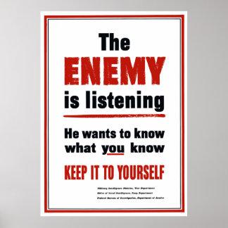 El enemigo está escuchando - guárdelo a sí mismo póster