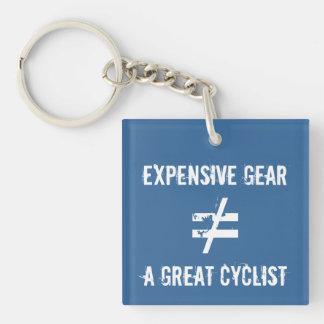 El engranaje costoso no iguala a un gran ciclista llaveros